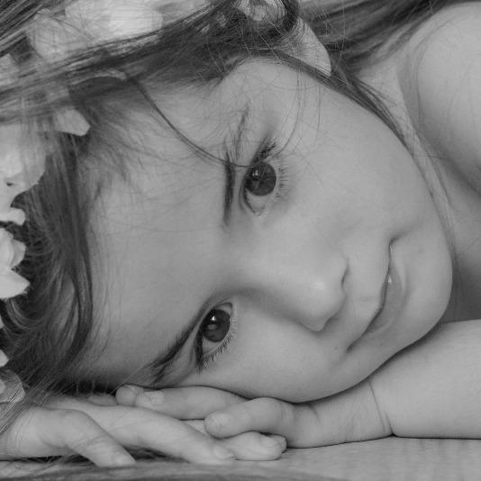 enfant pris en photo par la photographe
